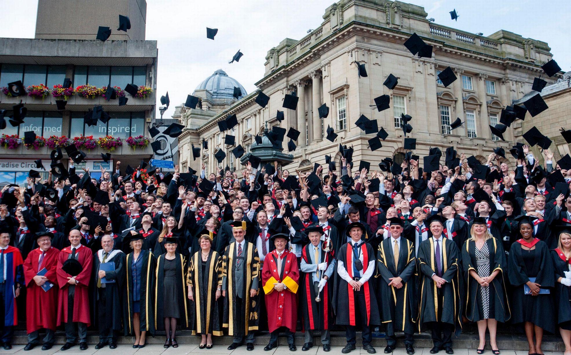 The Tree Academy_Du học Anh_Lễ tốt nghiệp_ Lựa chọn các khóa học và cách học tại Vương quốc Anh